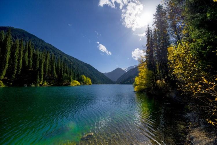 Lac de kolsai Kazakhstan